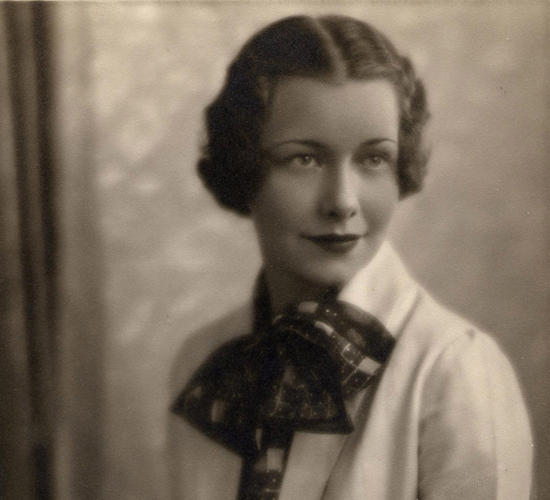 Fashionable_woman_in_1935_Bow