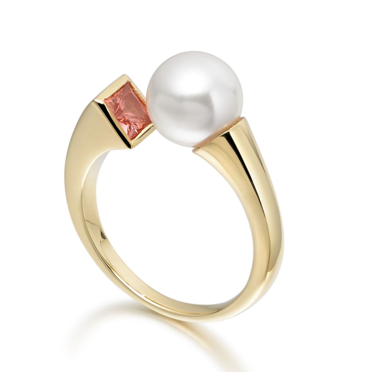 Amber Eclipse Akoya Pearl Ring in Yellow Gold