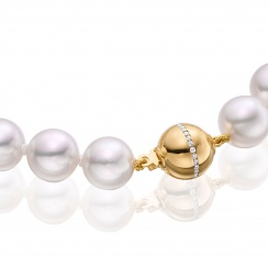 Serenade Diamond and Pearl Necklace in Yellow Gold-3