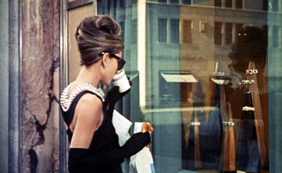 Audrey_Hepburn_in_Breakfast at_Tiffany's