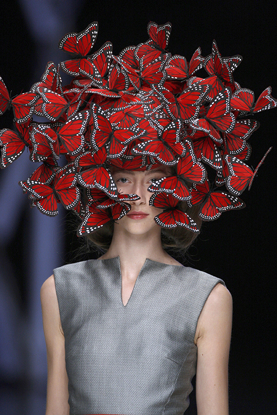 Butterfly_headdress_of_hand-painted_turkey_feathers_Philip_Treacy_for_Alexander_McQueen_La_Dame_Bleu_Spring_Summer_2008_copyright_Anthea_Sims_1