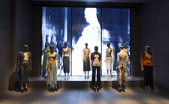 Installation_view_of_London_gallery_Alexander_McQueen_Savage_Beauty_at_the_VA_c_Victoria_and_Albert_Museum_London