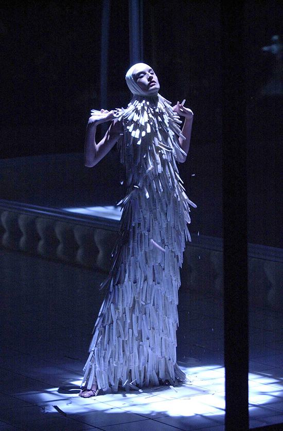 Razor_clam_shells_dress_Voss_SS_2001._Model_Erin_O_Connor._Image_firstVIEW