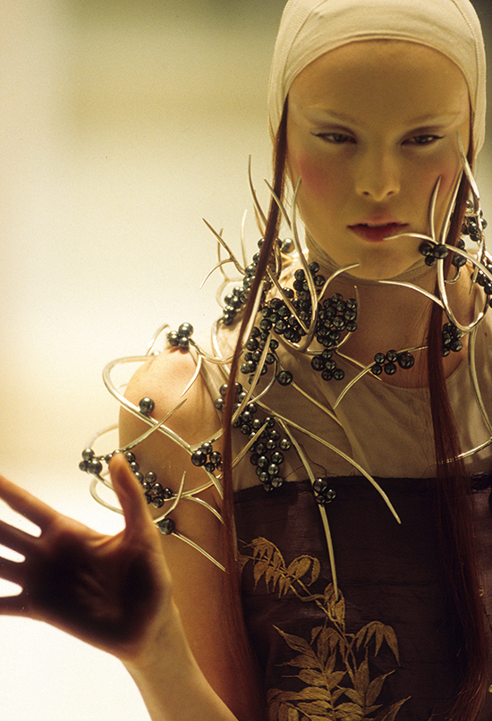 Tahitian_pearl_neckpiece_Shaun_Leane_for_Alexander_McQueen