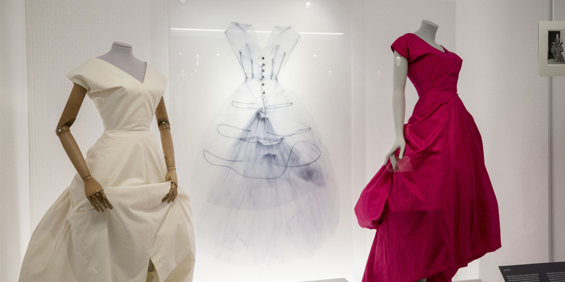 Balenciaga-Shaping-Fashion-Exhibition-View_1