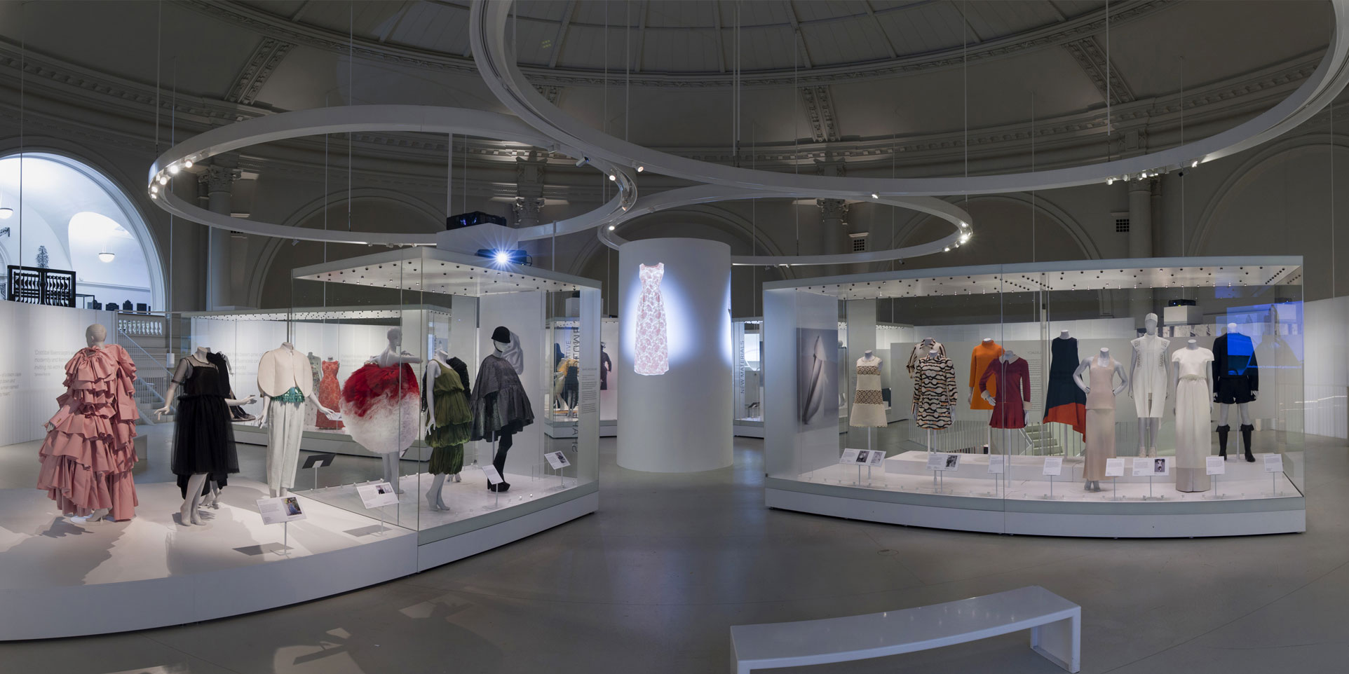 Balenciaga-Shaping-Fashion-Exhibition-View_2